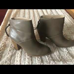 Just Fab boots perfect condition